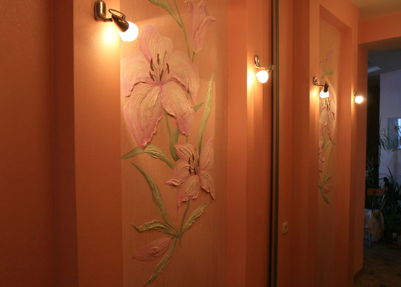Лилии в коридоре